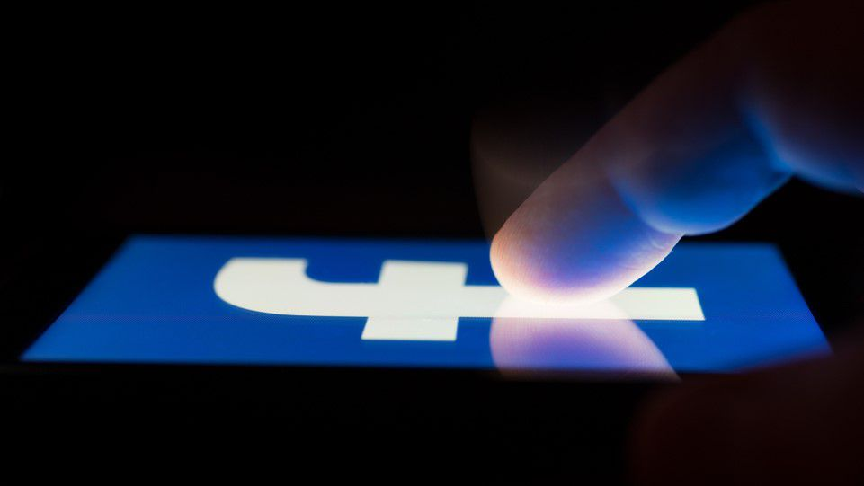 Chế độ tối (dark mode) cho Facebook