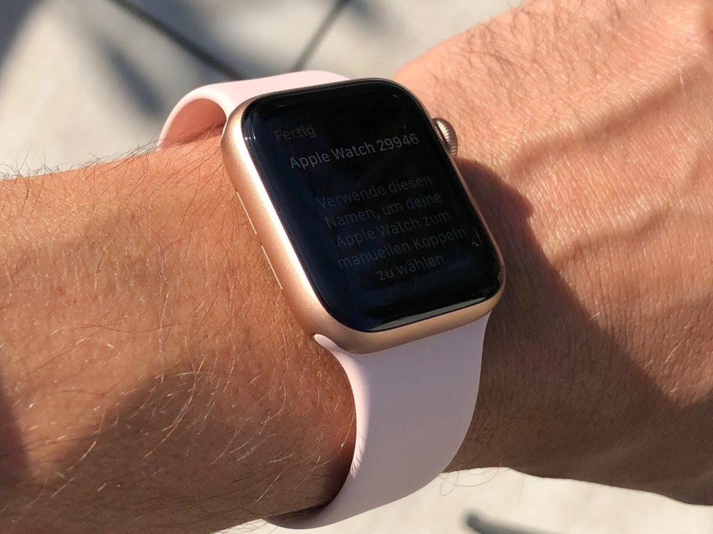Sử dụng Apple Watch Series 5 dưới ánh sáng mặt trời