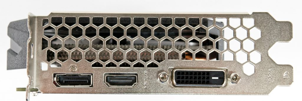 PNY XLR8 Gaming OC có cổng HDMI 2.0b, cùng với các kết nối DVI và DisplayPort.