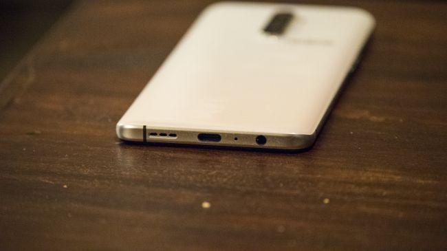 Pin có dung lượng lớn 4.000mAh và trang bị công nghệ sạc VOOC