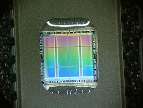 EPRom với cửa sổ xóa bằng tia UV