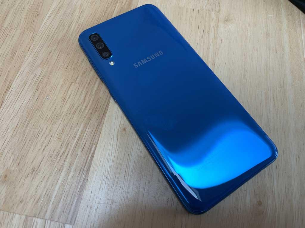 Thiết kế mặt lưng Samsung Galaxy A50