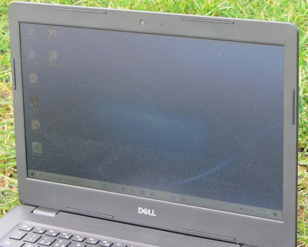 Dell Inspiron 14 3493 khi sử dụng ngoài trời