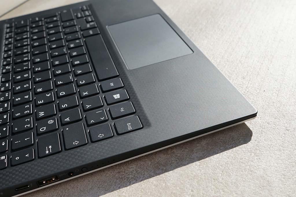 Đánh giá Dell XPS 13 9360 (i7, FHD, Iris) Ultrabook 13 inch nhỏ gọn