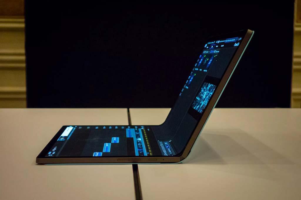 Sau điện thoại Fold có thể gập lại là laptop Fold với màn hình có thể gập lại